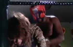 Бабенку затащили на ринг и жестко ее оттрахали