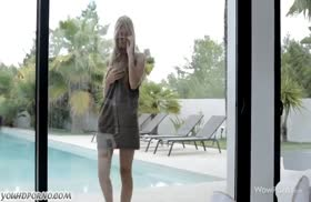 Стройная русская блондинка красиво залезла на пенис
