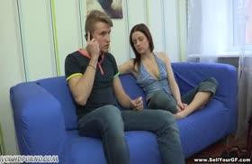Русская девка отрабатывает аналом семейные долги