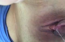 Девка крупным планом теребит свою вагинку