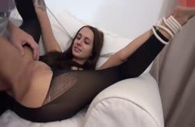 Связанную турку в секс костюме отодрали в анал