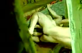 Секс узбекской пары попал на скрытую камеру